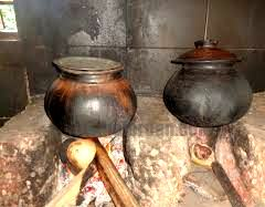 rice cooking in earthen pot